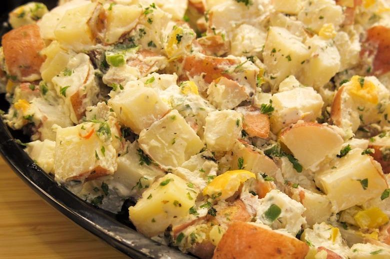 diesen fehler machen machen die meisten menschen beim zubereiten von kartoffelsalat geh rst. Black Bedroom Furniture Sets. Home Design Ideas