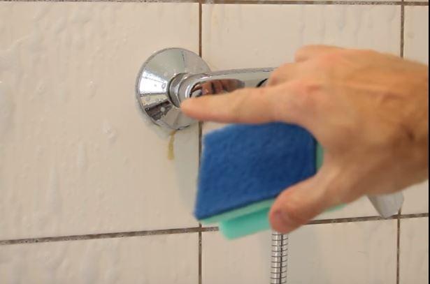 So einfach kannst du also deine Dusche sauber bekommen! Hätten wir ...